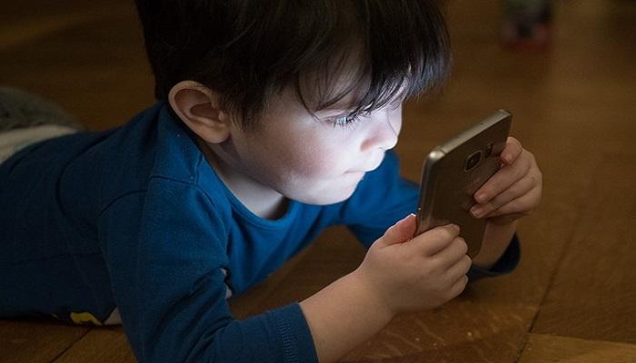 ¿Qué efectos causa el uso excesivo del teléfono en los niños?